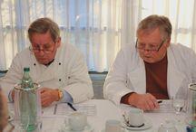 """Stollenprüfung Ruegen / http://bit.ly/187x8gj """" 19 Stollen konnten mit dem Gold-Prädikat ausgezeichnet werden, informierte gestern Uwe Ambrosat"""", Geschäftsführer der Kreishandwerkerschaft Rügen-Stralsund-Nordvorpommern, Insgesamt 29 Stollen hatte eine fünfköpfige Jury im Bergener Park Hotel zu bewerten."""