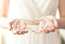 Autumn Wedding Inspiration / All the inspiration you need for your Autumn wedding: bouquet, decor, dress, accessories, venue