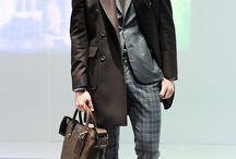 Hardy Amies Otoño-Invierno 2014 / La marca británica pionera en sastrería, presenta una colección en tonos sobrios con elementos como trench coats, cardigans y blazers que marcan la tendencia del estilo londinense.