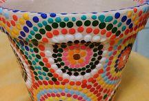 Vasos e Floreiras de Cerâmica / Pintura, estencil, decoupage, escultura e outros em vasos de cerâmica decorativos e utilitários.