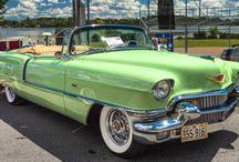 Cadillac (LaSalle) / Cadillacは、GMが展開している高級車ブランド。 LaSalle は、1928年からキャデラックの兄弟ブランドを設立し、年々豪華さを増してゆくキャデラックより内外装の装飾を簡略化した廉価なモデルを発売することで、新たなユーザー層の獲得を狙った。 当初より販売は好調で、ラインナップを増やしていったものの、ビュイックやオールズモビルなどの、GMグループ内の他の中位ブランドとの競合などの理由から1940年に廃止された。