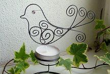 drátovaný svícen s ptáčkem
