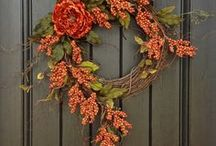 Autumn doorstep decor / Give your guests a warm welcome with these Autumn doorstep decor ideas