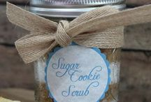 Gifts in a Jar / From baking mixes to body scrubs, you can DIY your holiday gifts by giving these gifts in a jar!