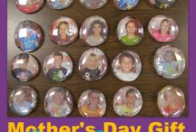 Mother's Day / Activities and crafts for Mother's Day projects for prek, kindergarten, first grade, and second grade classrooms.