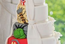 Super Hero Wedding Ideas / If you and your fiance love super heroes and are looking for a unique theme for your wedding, you've come to the right place! We've found some of the best super hero wedding ideas on Pinterest including details from Batman, Superman, Flash, Spiderman, Wonder Woman and more!