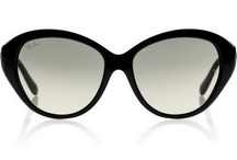 Sunglasses. / Love me some ray-bans and cat-eyes.