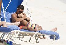 (FOTO) Kemesraan Ronaldo dengan Buah Hati di Bahamas / Mega bintang Real Madrid, Cristiano Ronaldo, memilih menghabiskan waktu libuiran musim panas bersama buah hatinya, Cristiano Jr. Ronaldo mengajak putranya itu berlibur ke pantai di Bahamas. http://ids.ms/iBlvItWU