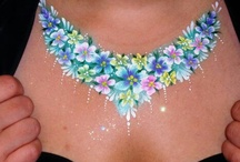 Face paint necklace