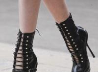 Shoe lala / by Catheleyne Capulet