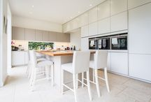 Two Tier Storage / This wonderfully hospitable family needed a kitchen living space that would allow freedom of movement, storage for everyone and a lively atmosphere of warmth and welcome.