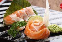 """Sashimi & Sushi / """"Liệu người ta có thể nào yêu một lát cá sống hơn cả yêu ai đó không?""""- Câu hỏi hài hước này được trích từ bộ phim""""Jiro: Dreams of sushi""""vô cùng nổi tiếng về nghệ thuật sushi."""