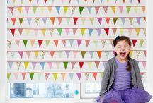 Faber børne rullegardiner  / Rullegardiner. Børneværelset indeholder som real mange farver , men med den nye børnekollektion fra Faber tilpasset børneværelset giver nu mulighed for skrue op og ned for farverne samt at tænde mørket i børneværelset.