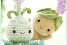 Crochet: Amigurumi Insects and Plants