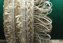 Summer 18 / Colección llena de matices artesanales. El tejido crochet aporta frescura e innovación. Las cremalleras se abren paso ante las cadenas y las perlas. Son las protagonistas.