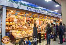 Nuestros quesos y embutidos Mercat de l'Olivar / Nuestros puestos de quesos y embutidos en el Mercat de l'Olivar de Palma.