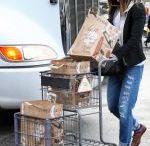 JESSICA SZOHR Picks Up Groceries in Los Angeles