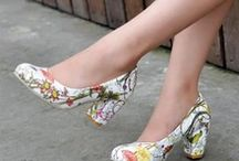 Shoes for  Women´s / A beleza dum sapato nos pés das sras.  https://www.pinterest.com/alzirasalvador/