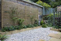 ścianka drewniana w ogrodzie