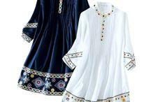 CAMISA RETRO BORDADA / Camisa solta 100% algodão Decote redondo Mangas compridas Camisa bordada Drapeada na frente e atrás Abertura na frente com botões ocultos Tamanho M Cores: azul marinho e branco
