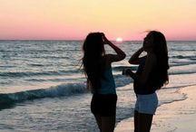 zonsondergang met best friend bij de zee