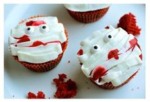 These Spine-Chilling Cupcakes will Surely Haunt Your Halloween / Like Christmas pudding, Halloween cupcakes are a popular part of our culture and the creativity and unique ideas are always amazing.  Here we have gathered here some really spooky Halloween themed cupcake ideas.