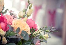 Fleurs mariage by Aurélie / Décoration de mariage, Décoration florale, Bouquet de mariée, Boutonnière, bracelet de demoiselle d'honneur, Centre de table,  Bout de banc, décoration église,  décoration, cérémonie Laïque