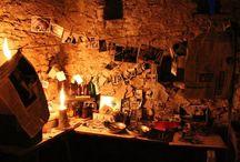 """VILLORRIO DEL CAUDILLO / En este tablero se encuentra un registro fotográfico del proceso artístico y rodaje del Largometraje """"Villorrio del Caudillo""""; donde hice la parte del Departamento de Ambientación. España-2011"""