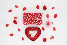 buntherum - achtsam schenken / Ein Geschenk ist Ausdruck der Persönlichkeit und Symbol für die Wertschätzung des Beschenkten.Warum also nicht etwas Bleibendes schenken, was 100% sinnvoll ist und für Achtsamkeit und Regionalität steht?  Geschenke, in unsere buntherum-Tücher verpackt, sind eine Liebeserklärung an unser Gegenüber und an unsere Umwelt.