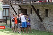 """Campamentos de verano / Pueblo Inglés Kids es mucho más que un campamento de inglés, es una metodología, una experiencia pensada para que los niños aprendan inglés """"viajando al extranjero"""" sin salir de España."""