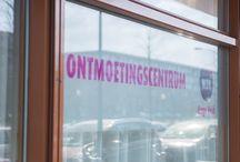 WZH Hoge Veld / WZH Hoge Veld is gespecialiseerd in zorg bij dementie en heeft verschillende kleine woongroepen. Of u nu bij ons woont of in de buurt, in het Ontmoetingscentrum van WZH Hoge Veld kunt u gezellig eten, genieten van een kop koffie of High Tea. Ook zijn er interessante cursussen en workshops. Ook kunt u bij WZH Hoge Veld ruime Garantwoningen huren en is er een gezondheidscentrum, internetcafé en kinderopvang. Het winkelcentrum en de bibliotheek zijn op loopafstand. U heeft alles in de buurt!
