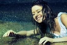 Happy in the rain / Live isn´t about waiting for the storm to pass, it´s about learning to dance in the rain.