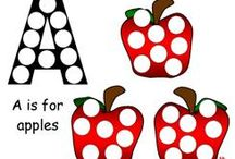Apple Early Learning Education Ideas / Find these apple themed activities and more at www.makinglearningfun.com!