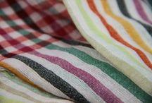 Keffieh, Keffié, foulard et écharpe / Le fameux foulard et écharpe Keffieh ou keffieh, écharpe palestinienne, touareg à carreau ou damier. How to wear a keffieh scarf for man and woman. Idées de look avec un keffieh de couleur, le nouer dé façon triangle, branché autour de son cou ou façon rock'n roll. Inspirations de looks avec keffieh pour homme et femme qui aiment la mode et les tendances.