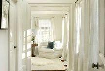 Areas abiertas / Colores claros, pisos rústicos, ambiente de tranquilidad. Diseños inspiradores para convertir su hogar en un oasis. Nuestros diseñadores en Cuadrado Alfombras le pueden ayudar a escoger un piso nuevo, hasta conseguir esa alfombra de área perfecta para su hogar.