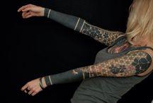 Tatuajes en negro / Tatuajes diferentes artistas