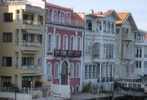 Türkiye Gezisi / O kadar güzel bir şehre ve şehirlere sahipiz ki.. Yabancıların ağzı açık kalıyor ama biz hala beğenmiyoruz söyleniyoruz Bazen trafiğe, pisliğe..Başımıza gelen kötü şeylere.Her şehirde oluyor bunlar ama kimin var ;İstanbul'u a dostlar…