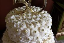 Wedding/Anniversary Cake Ideas / by Robyn Rambo Rodriguez