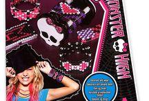 Monster High / Monster High tuotteita, laukkuja ja tekstiilejä.