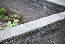 Elegantie in uw tuin. / Buitenruimtes versierd met blauwe steen. Meubels, pad, vijver, etc. Uw tuin is nog nooit zo mooi geweest!