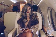 Miljonairs Model Coach / Informatieve website over verdienmodellen en Miljonairs. Ontdek hoe zij aan hun vermogen komen. En waar zij tijd en geld aan uitgeven voor een Miljonairs lifestyle