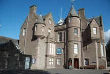 Castles in Perthshire / Perthshire is steeped in history and a huge part of this is the sheer number of historic buildings spread across the beautiful countryside.  Many castles and their gardens are situated close to the City so why not base yourself in Perth and take a tour of these stunning buildings?