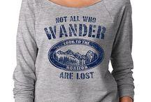 SignatureTshirts Gray 'Not All Who Wander' Raglan Tee