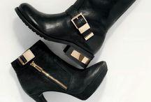 Shoes / by Karen Sáenz Argüello