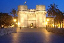 1. E//España//Valencia / Comunidad Valenciana. Tiene tres Provincias Valencia, Castellon y Alicante.