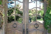 Toc Toc ☺️ si può entrare? / Anche la porta diventa un elemento di #design e a volte anche di #arte