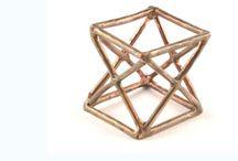 """Collezione Geometrie / """"La musica è l'anima della geometria""""  (Paul Claudel)   Spazi che si riempiono e si svuotano creando forme pulite semplici eterne. Un perfetto gioco di linee piene e sottrazioni, dalle evoluzioni di infinite"""