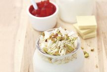 Dolci estivi con lo yogurt / Rinfrescante, ricco di vitamina D, aiuta il fegato a disintossicarsi e potenzia le difese immunitarie. In estate, mangiatene tutti i giorni, per la prima colazione o in ricette dolci e salate 5 ricette...