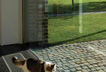 Empotrados en suelo / Para grandes superficies acristaladas en zonas de estar y verandas, y también para ventanas y oficinas. Solo calefacción o también con refrigeración. Modelos desde 6 cm de profundidad empotrable.