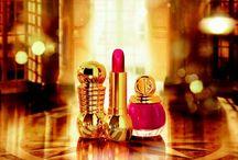 """Dior - Golden Winter / Quest'inverno, l'oro danza con le creazioni della Maison e ispira la collezione make-up """"Golden Winter"""": colorito luminoso, labbra metallizzate, unghie couture e sguardo aureo… Gli ornamenti dorati di Versailles e l'affascinante luminosità dell'oro celebrano in grande stile un inverno da sogno."""